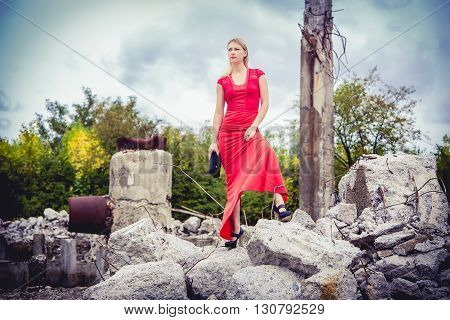 The Blonde In A Red Dress, Loose Material, Fashion