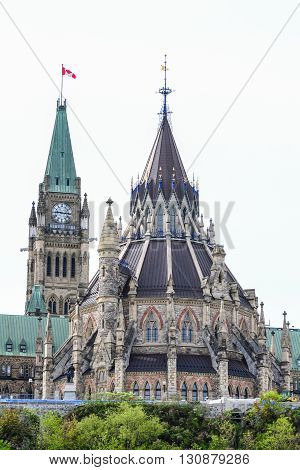 Canadian parliement library behind the clock tower of the Centre bulding in Ottawa.