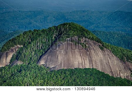 looking glass rock mountain in north carolina