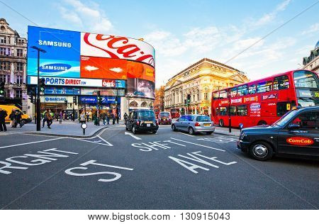 London England - January 30 2012: Traffic in Piccadilly Circus