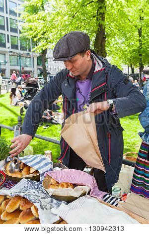 Helsinki Restaurant Day 2016, Man Selling Pies