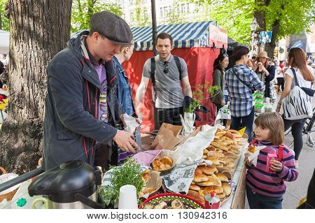 Helsinki Restaurant Day 2016, Girl And Pies