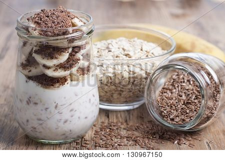Dessert of oatmeal with flax seeds with banana cream and chocolate.