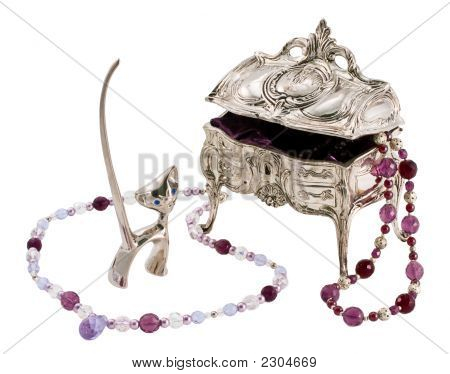 Casket, Figurine Of A Cat And Beads