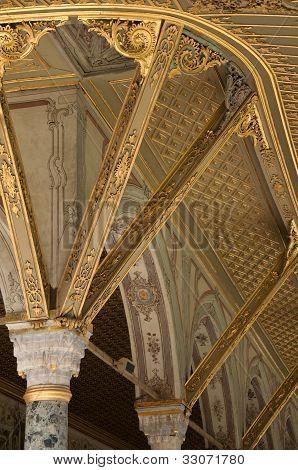Golden pillars in Topkapi palace in Istanbul