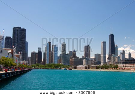 Chicago Downtown Street Waterfrint View In The Summer