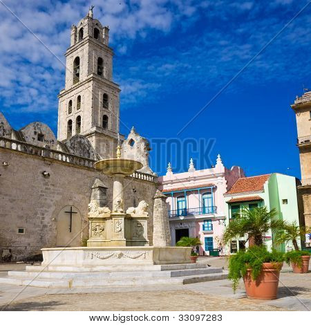 The San Francisco Square and the church with the same name in Old Havana , a touristic landmark famous for its traditional architecture and its cultural importance in Old Havana