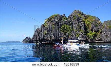 Tourists on bangka at Island.
