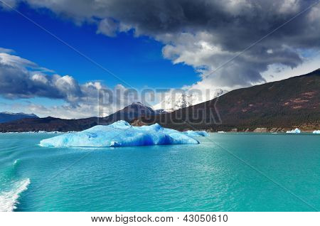 Argentino Lake with ice floes, Patagonia, Argentina