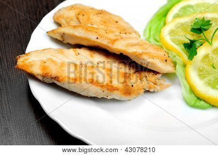 Grilled chicken breast with lemon