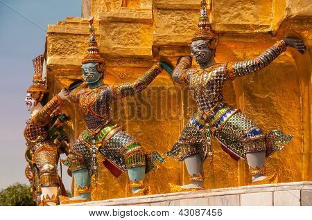 Wat Phra Kaeo Guardians