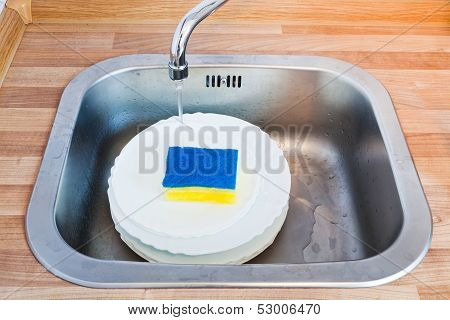 Wash-up By Cleaning Sponge