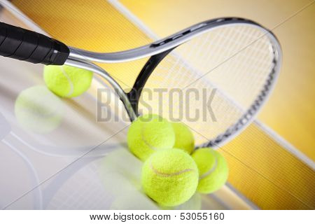 Tennis racket with tennis