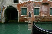 Gondola Waiting.