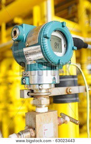 Pressure transmitter in oil and gas process