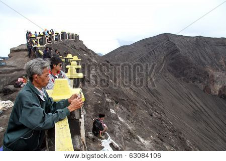 People Amd Volcano