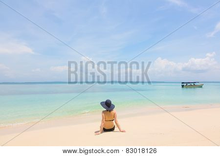 Young girl on the beach of Panama