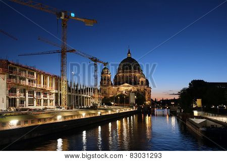 Construction by the Berlin Cathedral