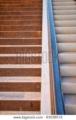 Stairs Vs Escalator