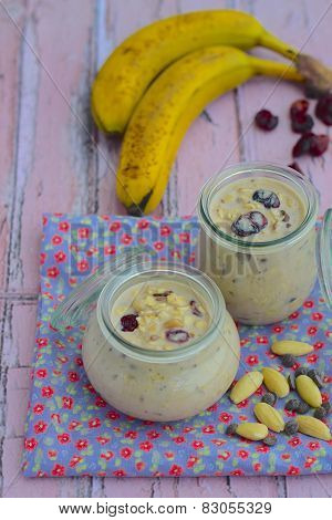 Banana almond overnight oats
