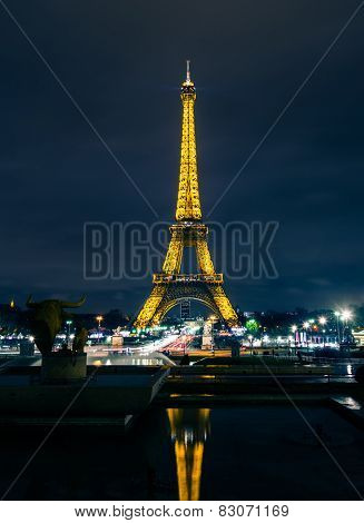 PARIS - DECEMBER 22: Eiffel Tower brightly illuminated at dusk on December 22, 2014 in Paris. The Ei