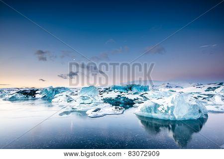 Icebergs floating in Jokulsarlon glacier