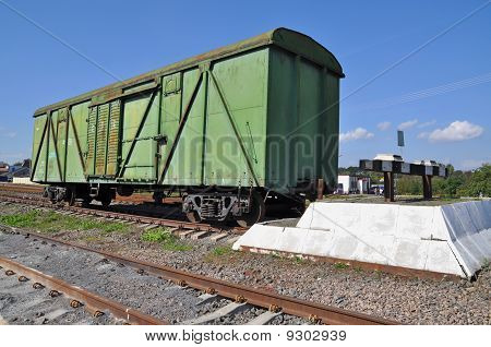 The freight car at deadlock.