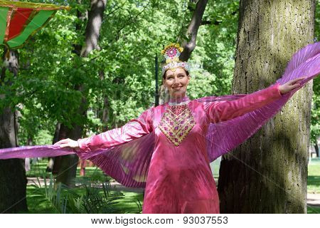 ST. PETERSBURG, RUSSIA - JUNE 4, 2015: Unidentified female dancer Garden during the festival Emperor's Gardens of Russia. The exposition Silk Road Gardens is in focus of festival this year