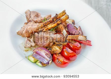 Traditional Roasted lamb chops with grilled vegetables