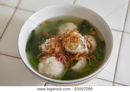 Fish ball soup with green vegetable and fried shallot