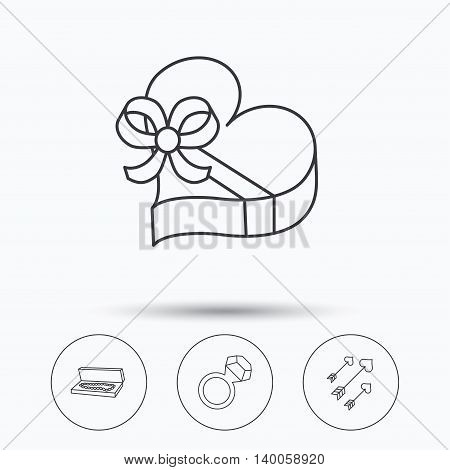Jewelry, gift box and wedding ring icons. Arrows with hearts linear sign. Linear icons in circle buttons. Flat web symbols. Vector