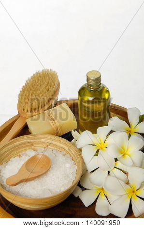 Spa setting in wooden bowl