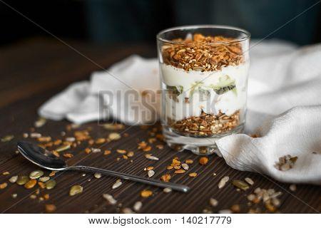 granola with Greek yogurt, kiwi fruit and pumpkin seeds