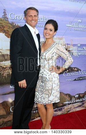 LOS ANGELES - JUL 27:  Scott Sveslosky, Danica McKellar at the Hallmark Summer 2016 TCA Press Tour Event at the Private Estate on July 27, 2016 in Beverly Hills, CA