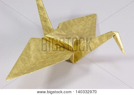 Orizuru golden color that is made in the tradition of Japan