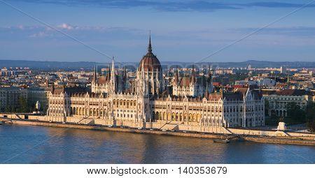 budapest river chain szechenyi view magyar dusk parliament