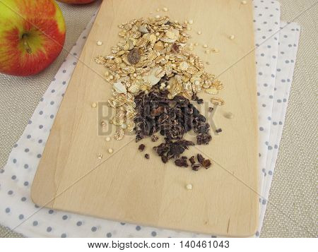 Cocoa nibs from raw cocoa and muesli
