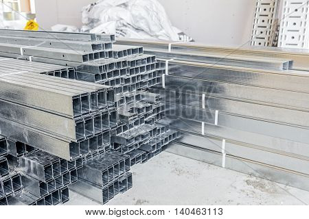Pile of metallic profiles for plasterboard or dividing wall.