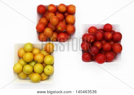 Cherry-plums in three bowls, decomposed by the color