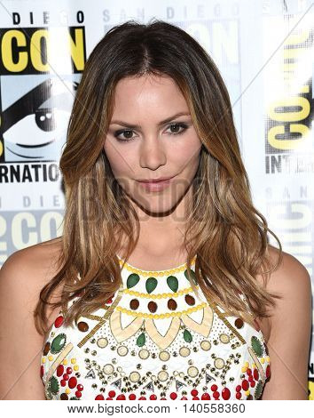 LOS ANGELES - JUL 22:  Katharine McPhee arrives to the Comic Con 2016 - CBS PhotoCall on July 22, 2016 in San Diego, CA