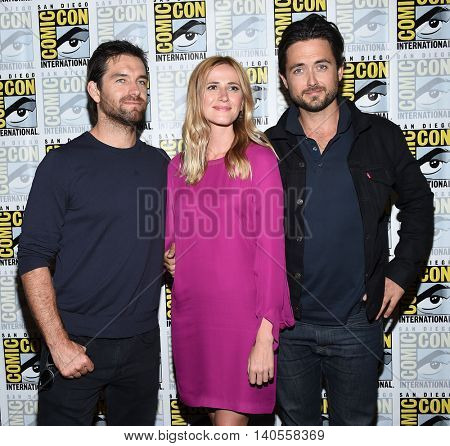 LOS ANGELES - JUL 22:  Antony Starr, Megan Ketch & Justin Chatwin arrives to the Comic Con 2016 - CBS PhotoCall on July 22, 2016 in San Diego, CA