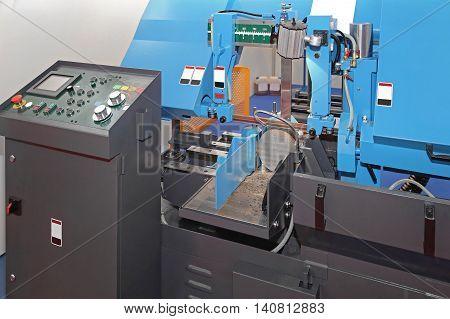 Automatic Metal Cutting Band Saw Machine in Workshop