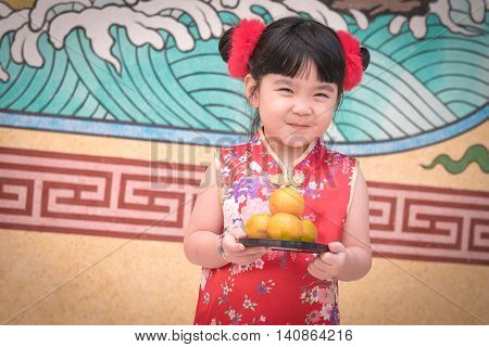 The Asian Chinese Girl In Traditional Chinese Holding Orange Pay Respect
