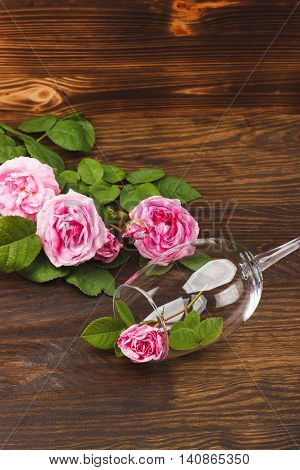 Wineglass With Lightpink Roses