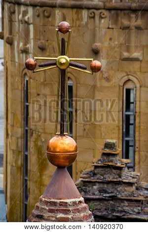 Photo Metal cross on top cupola of church. Religion concept