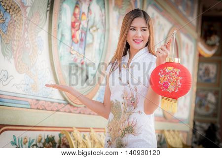 Asian Chinese Woman In Traditional Chinese .hold Red .paper Lanterns