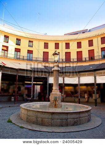 Alrededor de la plaza Redonda en el centro de Valencia Plaza España