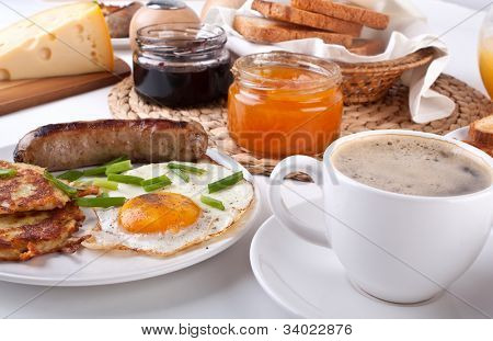 traditional American breakfast, eggs, bacon, coffee and hash browns