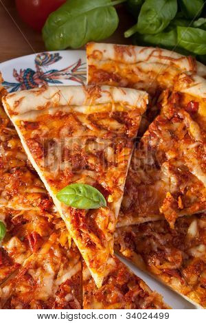 sliced margerita pizza