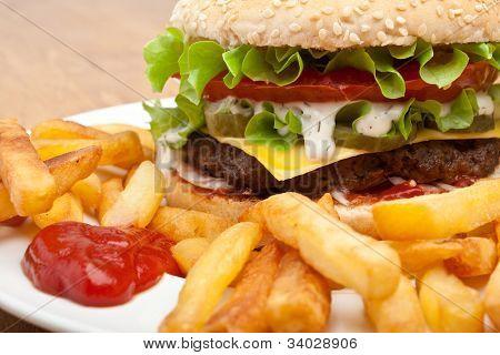grande cheeseburger saboroso